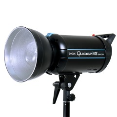 神牛闪客300D人像摄影灯摄影灯泡拍照补光灯淘宝摄影棚柔光箱单灯